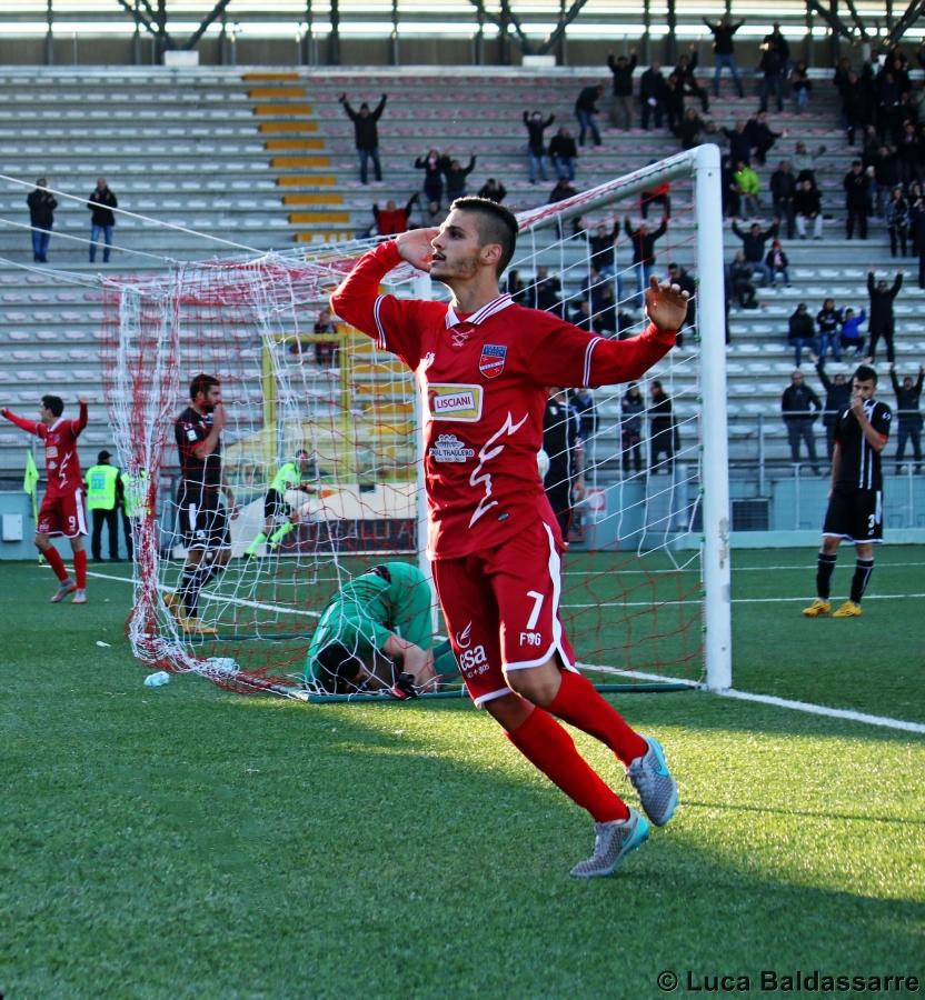 In foto Alessandro Di Paolantonio autore del primo gol del Teramo